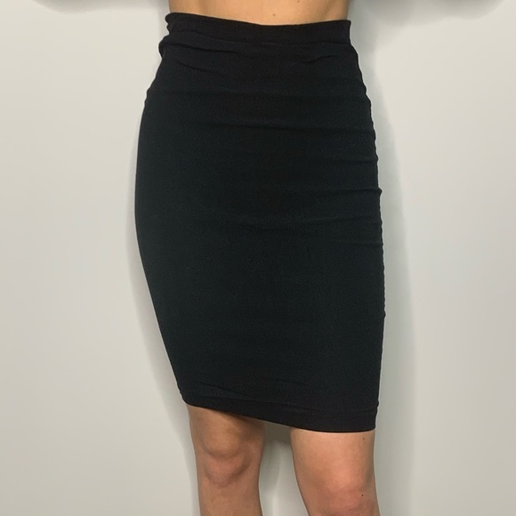 SEDUCTIONS BLACK PENCIL SKIRT